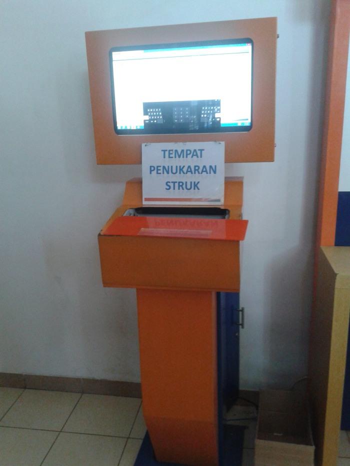 .. Mesin Pencetak Tiket Kereta Api di Stasiun Kiaracondong, Bandung ..