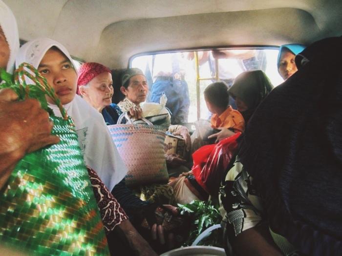 .. beautiful souls in public transportation, en route to Wadaslintang Reservoir ..