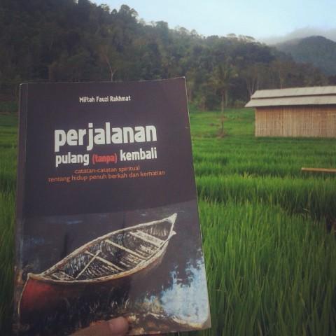 Buku Perjalanan Pulang (tanpa) Kembali